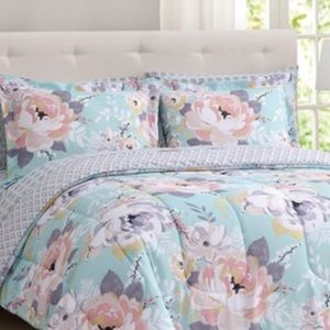 Other - Brand new 3 pieces King reversible comforter set